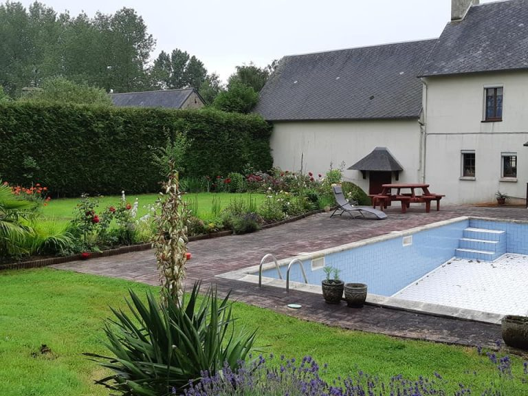 Detached Farmhouse with pool