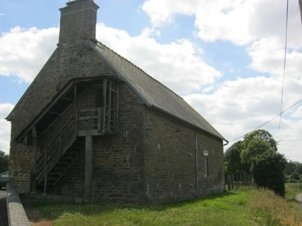 Longere in small hamlet