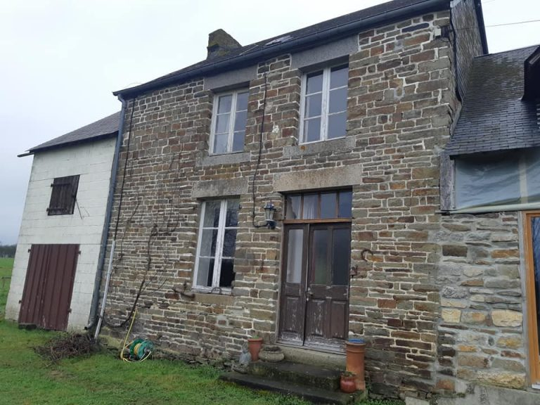 Detached stone cottage Barenton