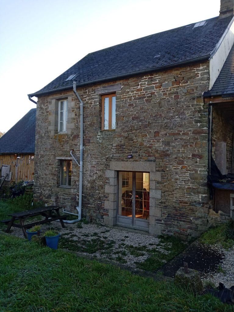 PHOTO 2021 01 01 15 02 48 Detached stone cottage Barenton