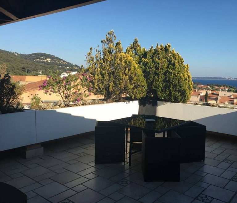 Provencal appartment with sea views