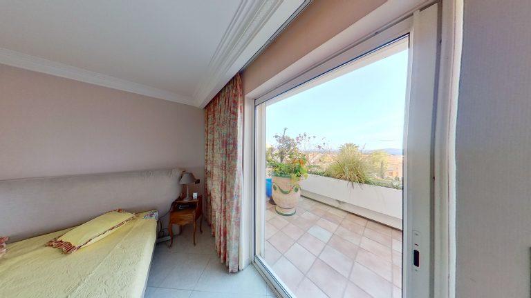 CARQUEIRANNE 03212021 194010 Provencal appartment with sea views