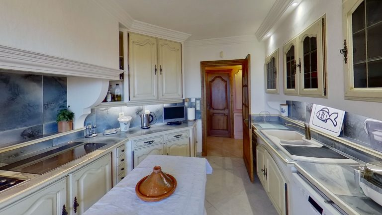 CARQUEIRANNE Kitchen Provencal appartment with sea views