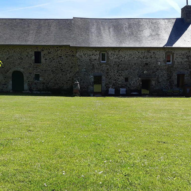 Substantial farmhouse near Coutances