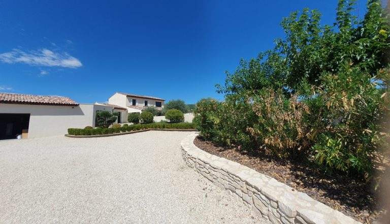 20210806 115132 Copy Provencal property with mountain views