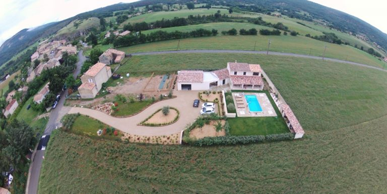 Provencal Property with mountain views
