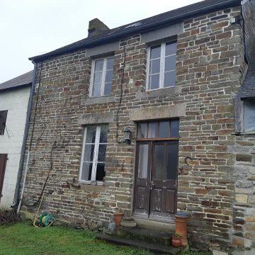 Detached stone cottage Barenton
